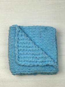 """В'язаний дитячий плед """"PUFFI""""  (блакитний) 89 х 94 см"""