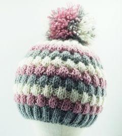 В'язана шапочка з помпоном для дівчинки, ручна робота