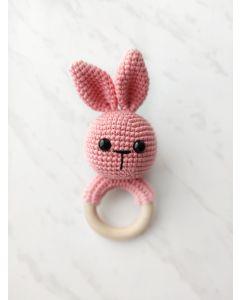 """В'язана іграшка-брязкальце ручної роботи """"Зайченя"""" (рожева), Rukodilna Лавка"""