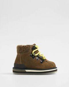Замшеві черевики для дитини