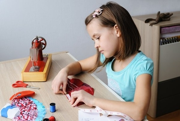 Як навчити дитину шити